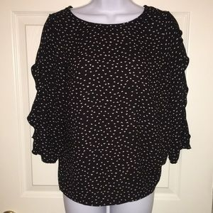 NWOT Adorable, flutter ruffle sleeve LC top